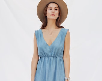 Sleeveless Dress with pleated shoulders, elastic waist & pockets. Blue Tencel