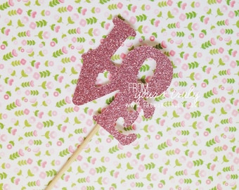 Cute pink glitter 'Love' Cupcake toppers! (Pk of 20)