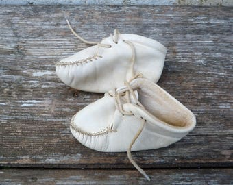 Vintage French 1950/1960s white  baby shoes Mocassins