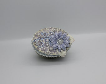 Adorable little giftbox in lavender and white