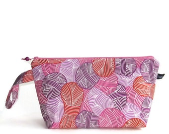 Wedge Bag, Small-Project Knitting Bag, Wound Up in red