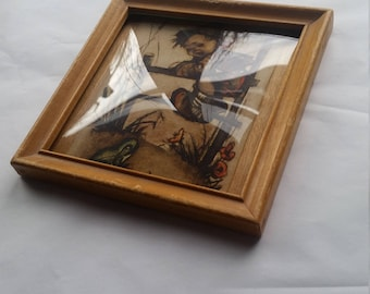 Convex glass with wooden frame - child scared of frog print on veneer