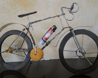 Miniature bicycle bike in wire and recycled cans