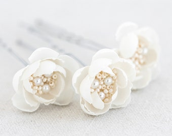 715 Off white hair flower pin, Bridal hair accessory, Small flower pin, Wedding flower pin, Bridal natural white flower pin Hair flowers set