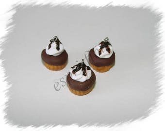 "Chocolate ""cupcake"" charm in polymer clay"