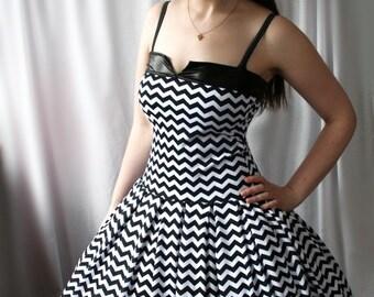 Chevron en zigzag rétro rockabilly swing robe - poivre - smarmyclothes