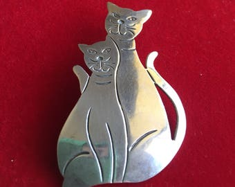Cool Pair of Cat's Brooch/Pendent