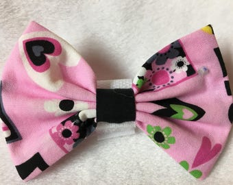 Custom Made Hearts and Daisies on Pink Dog Bow Tie, Dog Collar, Pet Bow Tie, Cat Bow Tie, Rabbit Bow Tie, Pig Bow Tie