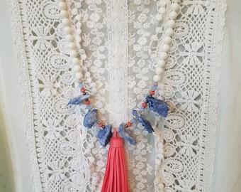 Grosse Agate bleue avec pompon corail et ivoire de couleur collier de perles de Swarovski 8mm et boucles d'oreilles