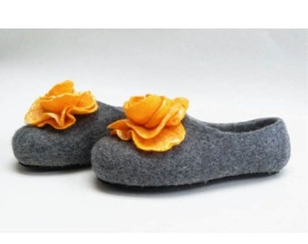 Summer Sale Handmade wool felted slippers with rubber soles- house shoes-roses-yellow-yellow flowers roses