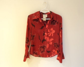 Beautiful vintage Womens blouse. Vintage 80s. Red blouse with flowers motifs. In excellent condition.
