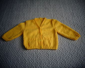 Yellow Cardigan with 2 pockets 1 year hands