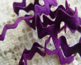 Vintage 1960s Purple Ric Rac Trim / 5mm wide, 1 yard / Sewing Scrapbooking Altered Craft Costuming Supply