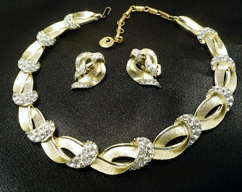 Vintage Lisner Rhinestone Gold Tone Necklace and Earrings