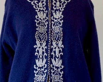 Vintage 60s 70s Sgt. Pepper Navy Blue Gold Embroidered Beaded Velvet Flower Floral Front Textured Kaftan Caftan Cardigan Vest Top fits L XL tGxt8ZEQTh