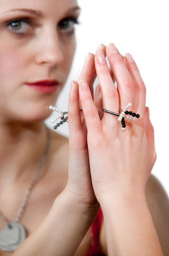 Flower - Ring Onyx, Pearls, Stainless Steel