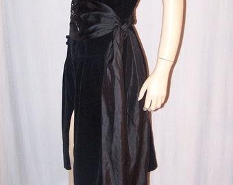 VINTAGE 1920s Black Velvet Button Front FLAPPER DRESS