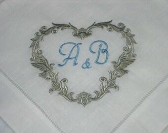 Hemstitched Leinenservietten perfekt für Hochzeit oder Jubiläum. Herz-Motiv Servietten, Hochzeitsgeschenk, Lovebird Servietten, andenkengeschenk