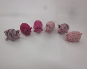 Tiny knitted pigs! Super cute