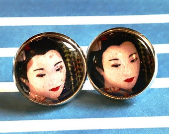 Handmade Japanese woman glass cabochon earrings - 16mm