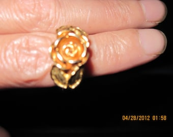 Vintage PRETTY Burnished Roses Ring 1975  Avon....# 329