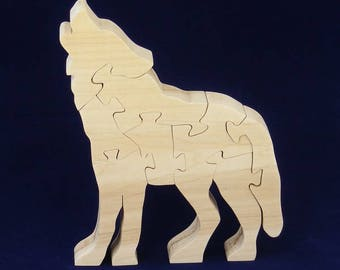 Wolf in wood, decorative object