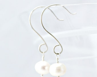 Pearl and Sterling Silver Dangle Earrings / White Pearl / Bridal / Natural Handmade Jewelry / E106