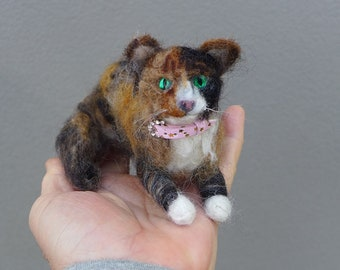 Needle Felted Cat / Custom Pet Portrait Gourmet Felted / Calico