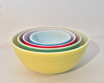 Pyrex Rainbow Nesting Mixing Bowls