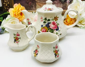 Sadler garden trellis teapot with cream and sugar.