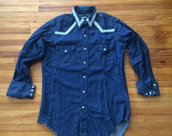 Vintage Wrangler Pearl Snap Long Sleeve Denim Button Up Cowboy Shirt