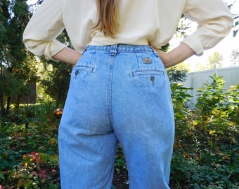 Waist 27 Lee jeans Vintage 1990s Size 8 Long Light wash Mom jeans High rise High waisted 90s jeans Classic denim Button on back Tapered leg