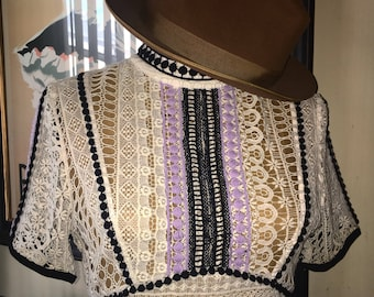 Enchanting embroidered blouse.