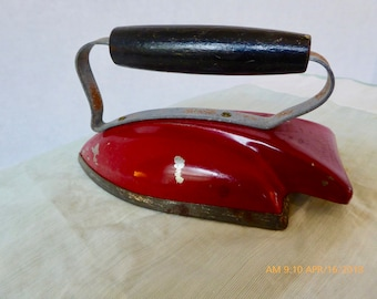 Vintage Toy Iron, Wolverine Toy Co: Sunny Suzy Art Deco Styling