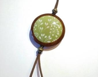 Collier long sautoir en polymère imitation bois et recto verso. Sérigraphié avec écrans Moïko silkscreen  Fait main France