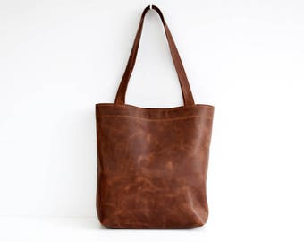 Classic leather tote bag in dark brown