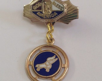 Vintage 1940's Patriotic Winged Roller Skates Souvenir Pendant Lapel Pin, Roller Derby Pins, Skating Jewelry God Bless America, Roller Con