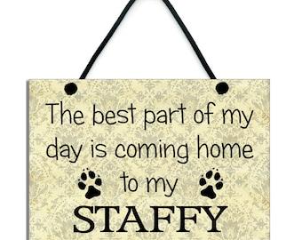 La parte migliore della mia giornata è tornando a casa alla mia Staffy fatti a mano in legno casa segno/placca 558
