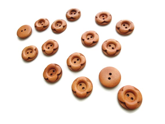 10 Wooden button 20mm - Natural wood carved flower 2D buttons - Flower buttons - Light brown buttons - Wooden sewing buttons - . UK