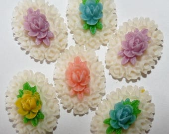 6 cabochons flower engraved multicolor raised 1.5 cm X 1.8 cm scalloped edge in resin for jewelry making
