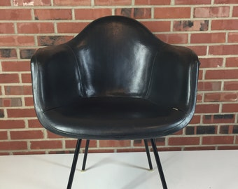 Ray and Charles Eames for Herman Miller Arm Chair with rare gray shell and black upholstery, Mid Century Modern