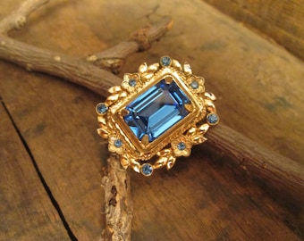 Vintage Gold Tone Coro Medium Rectagle Blue and Round Rhinestone Brooch