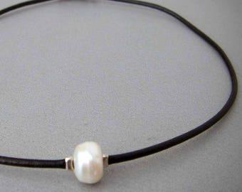 White pearl leather choker, pearl choker, black and white, pearl necklace, boho necklace, pearl boho choker, pearl jewelry, leather choker
