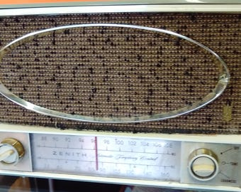 Early 1960's Working Zenith AM/FM/FMC Tube Radio Model C725F with Phono Input and Switch  --Green Bakelite Case  --