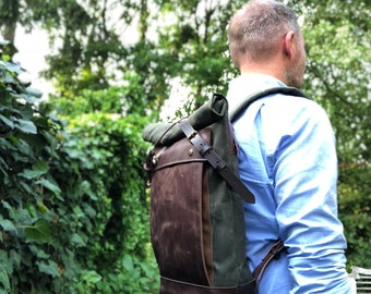 Backpack medium size knapsack in waxed canvas, with leather front pocket and bottom