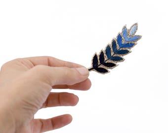 Brooch embroidered blue, orange or Green Bay leaf