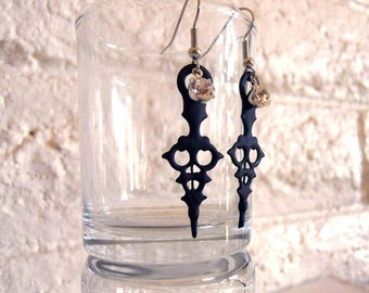 Clock Hand Steampunk Earrings Black with Crystals- Time Waits For No Woman (petit)