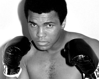 "Muhammad Ali Legendary Boxer ""The Greatest"" - 5X7 or 8X10 Publicity Photo (ZY-167)"