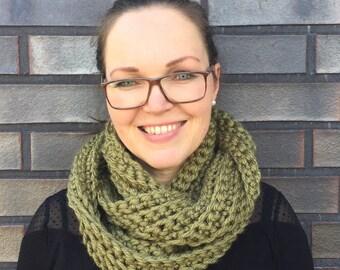 Scarf, Loopschal loop crochet / green infinity scarf