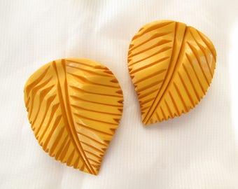 Vintage Deco Bakelite Butterscotch Yellow Carved Leaves Leaf Dress Fur Clips Set pair